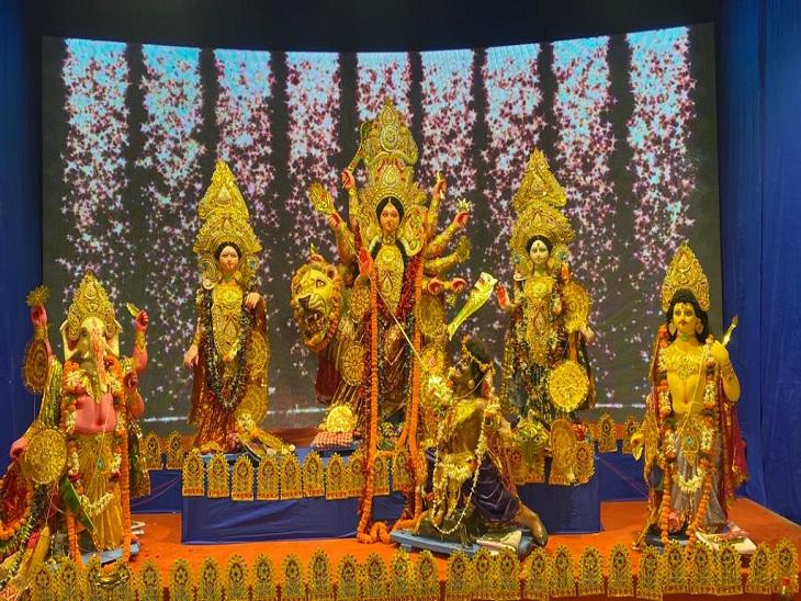 वाराणसी में नवरात्रि का उल्लास चरम पर, पंडालों में उमड़ रहा भक्तों का हुजूम; जगह-जगह डांडिया और जागरण का आयोजन|वाराणसी,Varanasi - Dainik Bhaskar