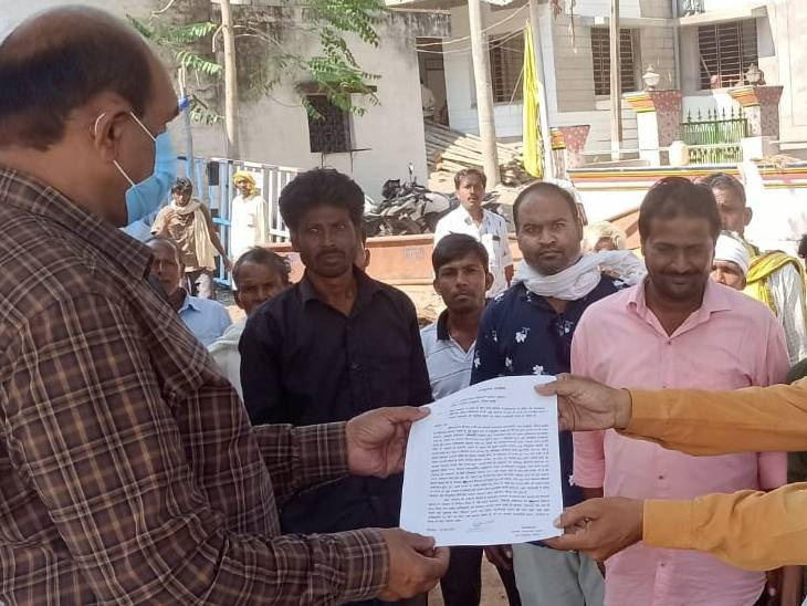 ग्रामीण बोले- सरकारी जमीन से अतिक्रमण नहीं हटाए, तो हम चक्का जाम करेंगे, अधिकारी बोले- जल्द की जाएगी कार्रवाई दमोह,Damoh - Dainik Bhaskar