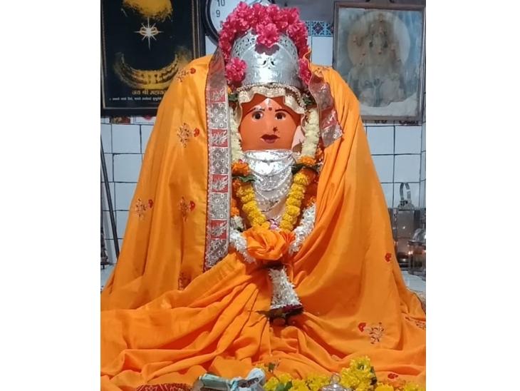 इंदौर से 16 किलोमीटर दूर भवानी मंदिर में मन्नत लेकर पहुंचते हैं, अमेरिका और चीन से भी दर्शन करने आते है श्रद्धालु|इंदौर,Indore - Dainik Bhaskar