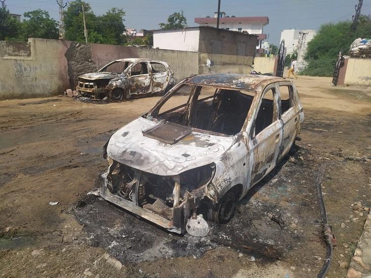 रुपए के लेनदेन को लेकर दोनों पक्षों में चल रहा विवाद, एक पक्ष ने बाइक तो दूसरे ने दो कारें जलाई, मानटाउन थाने में मामले दर्ज|सवाई माधोपुर,Sawai Madhopur - Dainik Bhaskar