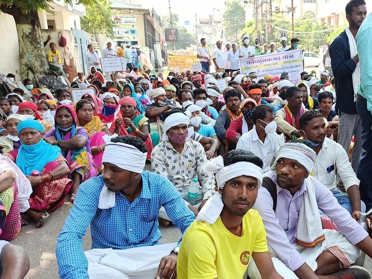 बस्तर के 22 गांवों के लोगों का आंदोलन, राज्यपाल से मिलकर कहा- हमें नगर से वापस ग्राम पंचायत बना दें रायपुर,Raipur - Dainik Bhaskar