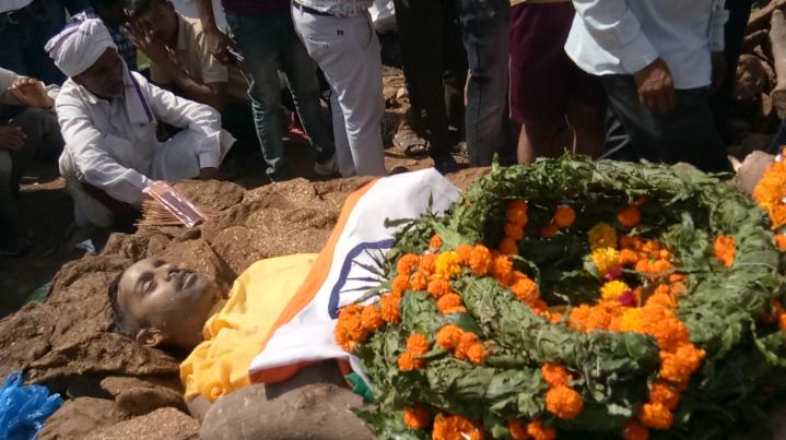 परिजनों ने लगाया जाम, कहा पहले दें शहीद का दर्जा, एसडीएम ने समझाया तब माने परिजन मुरैना,Morena - Dainik Bhaskar