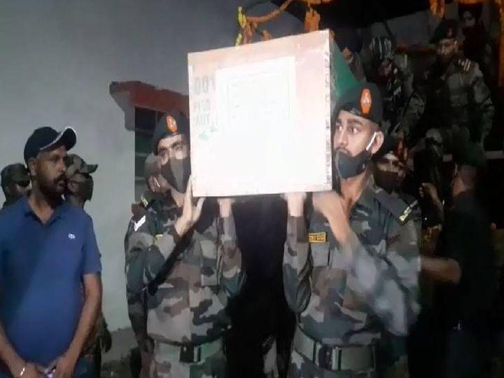 शाहजहांपुर में सेना के जवान शहीद का शव लेकर पहुंचे।
