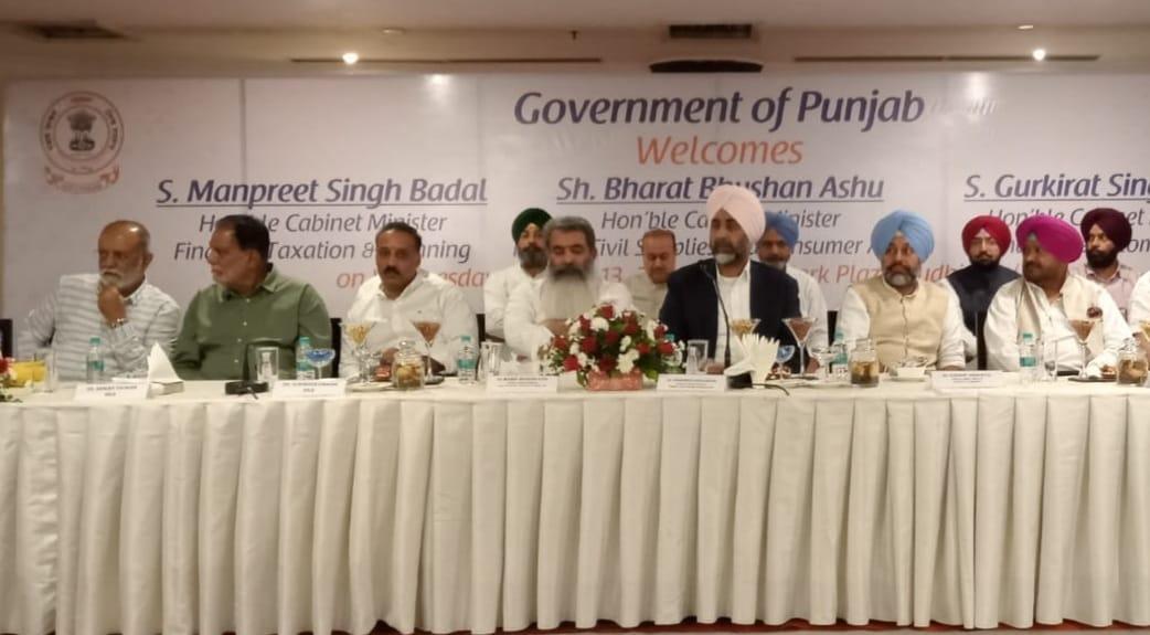 लुधियाना में मंत्री आशु के सामने बोले व्यापारी- सरकारी दफ्तरों में भ्रष्टाचार चरम पर; अफसर करते हैं परेशान|लुधियाना,Ludhiana - Dainik Bhaskar