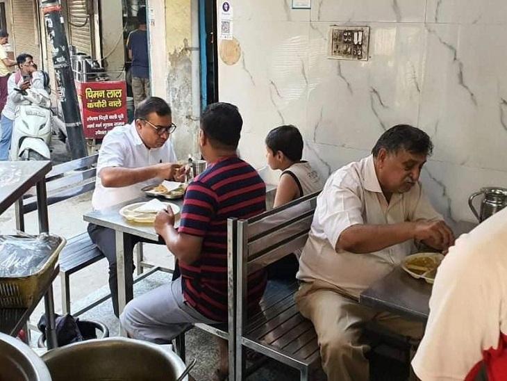 सुशील सारवान ने बिना तामझाम लिया बाजारों का जायजा, चिमन लाल की मशहूर कचौड़ीचखी, व्यापारियों से जाम की समस्या पर चर्चा की|पानीपत,Panipat - Dainik Bhaskar