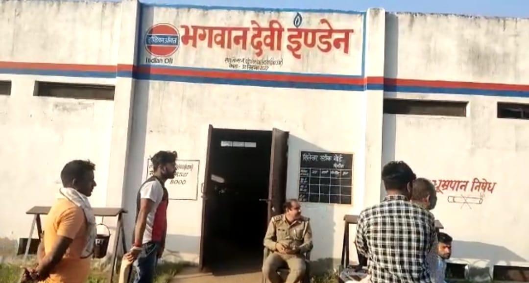 महिला चौकीदार को घायल कर लूट ले गए 58 सिलेंडर , वारदात के बाद पहुंची पुलिस जांच में जुटी मथुरा,Mathura - Dainik Bhaskar