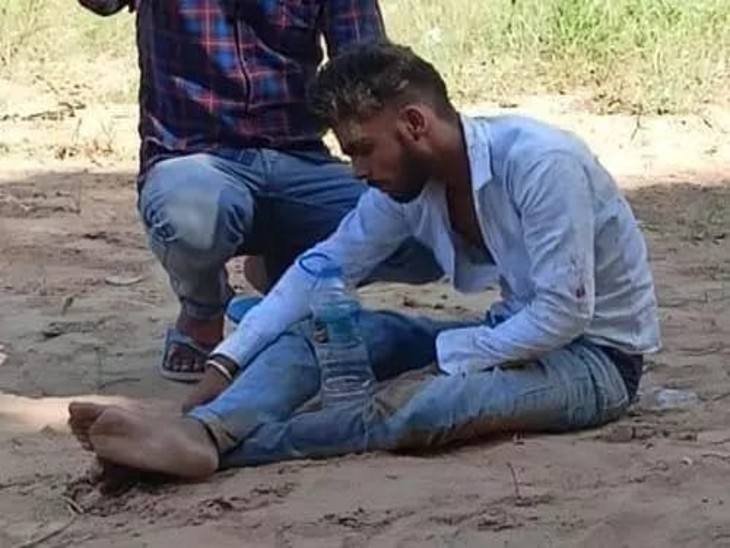 आरोपी रुक-रुककर गौरव पर हमला कर रहे थे। उसे एक होटल के पीछे भी ले जाकर पीटा गया था।