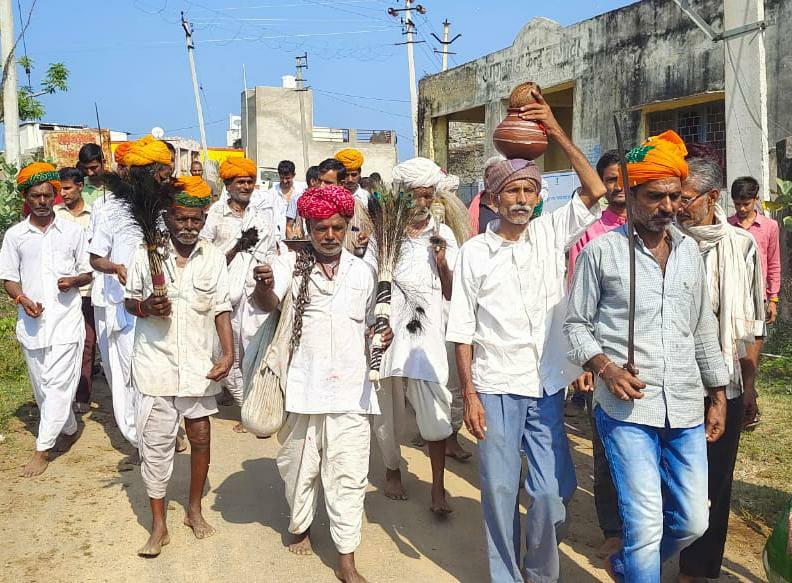 मां नागणेची माता के जयकारों के साथ निकली शोभायात्रा, भक्तों ने एक पैर पर किया चौराही नृत्य, ज्वारा विसर्जन के साथ थम गए 7 दिवसीय नवरात्रि अनुष्ठान|राजसमंद,Rajsamand - Dainik Bhaskar