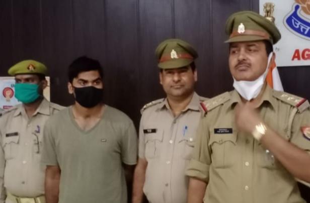 पुलिस हिरासत में दो करोड़ की चोरी का आरोपी रोहित - Dainik Bhaskar