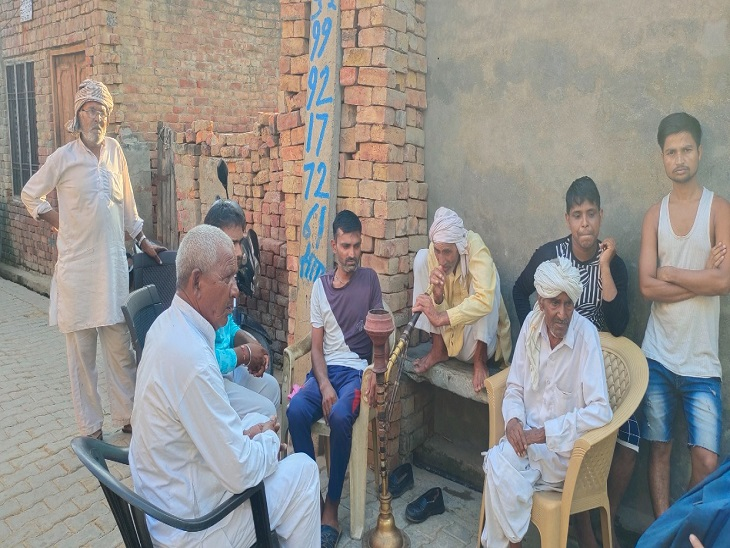 Due to not being able to go out of the locality, people are forced to sit in the street.
