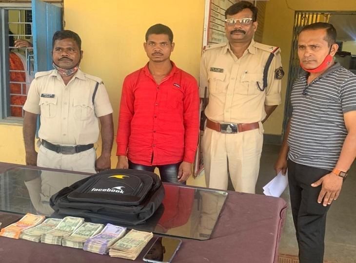 जगदलपुर की हार्डवेयर दुकान से चोरी किए थे करीब 2 लाख रुपए, पुलिस ने बरामद किए रुपए|जगदलपुर,Jagdalpur - Dainik Bhaskar