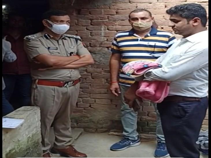 पुलिस को दू टूक-पहले गिरफ्तारी फिर शवों का होगा पोस्टमार्टम, पुलिस-प्रशासन समझाने में जुटा, गांव में तनाव व्याप्त|प्रयागराज (इलाहाबाद),Prayagraj (Allahabad) - Dainik Bhaskar