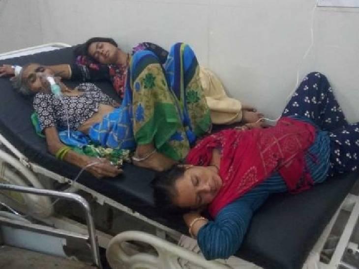 200 के पार पहुंचा मौत का आंकड़ा, ट्रामा सेंटर में 1 बेड पर भर्ती हो रहे 3 मरीज; तीमारदार बोले- नहीं मिल रही सुविधाएं फिरोजाबाद,Firozabad - Dainik Bhaskar