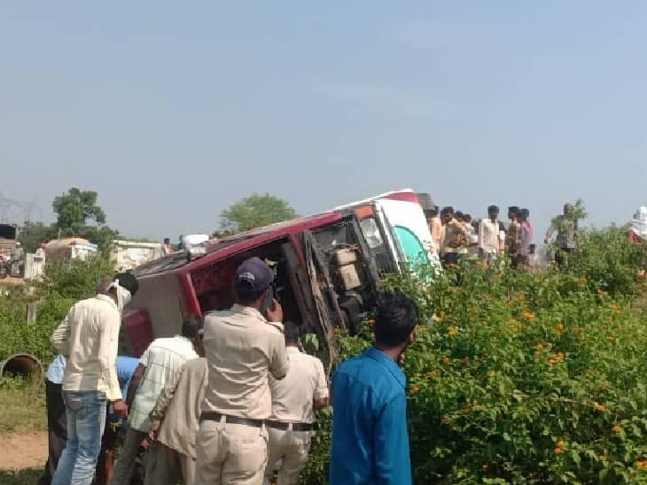 सतना जिले में अनियंत्रित तेज रफ्तार बस और पिकअप पलटी, 49 घायल, सभी मैहर दर्शन के लिए जा रहे थे|मध्य प्रदेश,Madhya Pradesh - Dainik Bhaskar