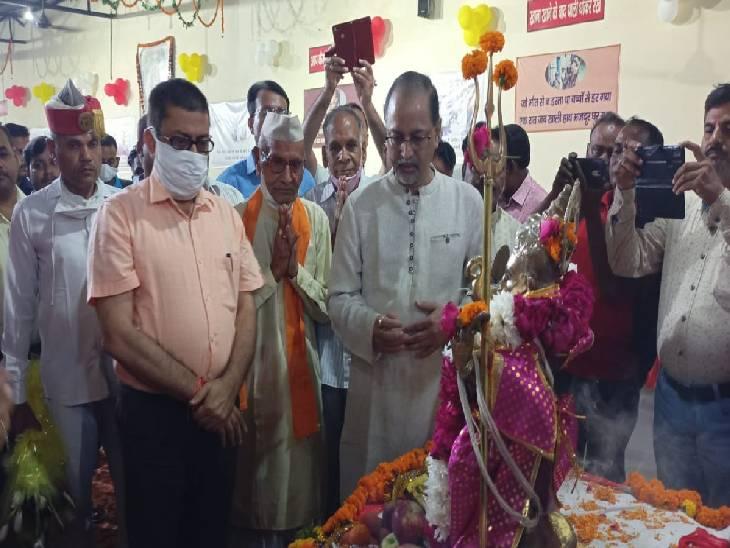 अनेकों कन्याओं को ग्रहण करवाया गया भोजन, आधुनिक मशीन से बनेंगी रोटियां फर्रुखाबाद,Farrukhabad - Dainik Bhaskar