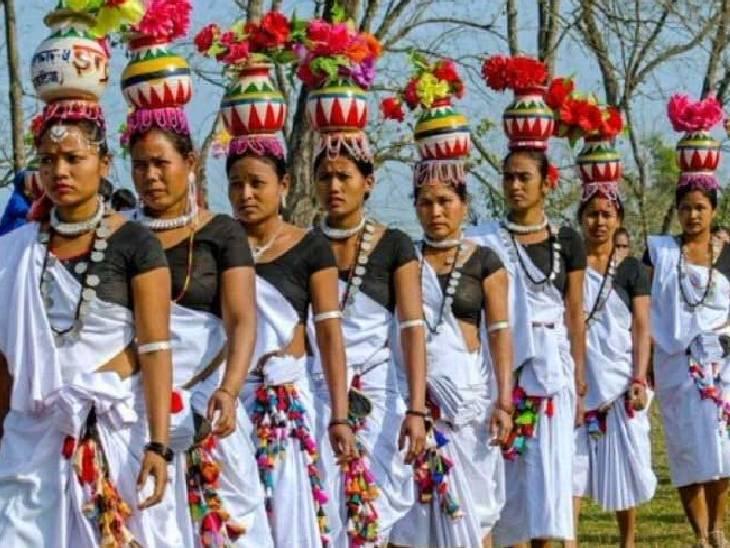 एक महीने तक मनाया जाता है पर्व, उडदुंगवा लोक नृत्य करती हैं महिलाएं, मक्के के कोपलों का किया जाता है पूजन|महराजगंज,Maharajganj - Dainik Bhaskar