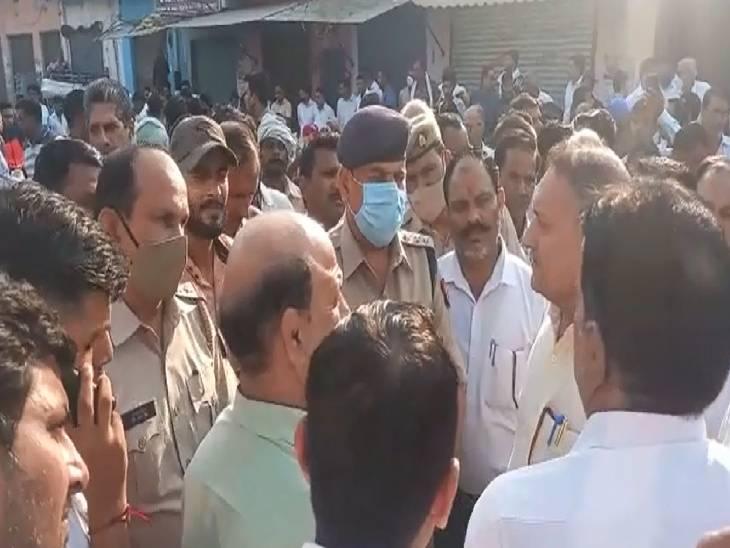तहसील से घर लौटते वक्त ट्रक ने कुचला, गुस्साएवकीलों ने नेशनल हाइवे 709 बी को किया जाम|बागपत,Baghpat - Dainik Bhaskar