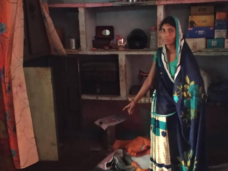 कैश व जेवर समेत कुल 12 लाख रुपए चोरों ने चुराए, पुलिस स्टेशन से 1 किमी की दूरी पर हुई घटना|पीलीभीत,Pilibheet - Dainik Bhaskar
