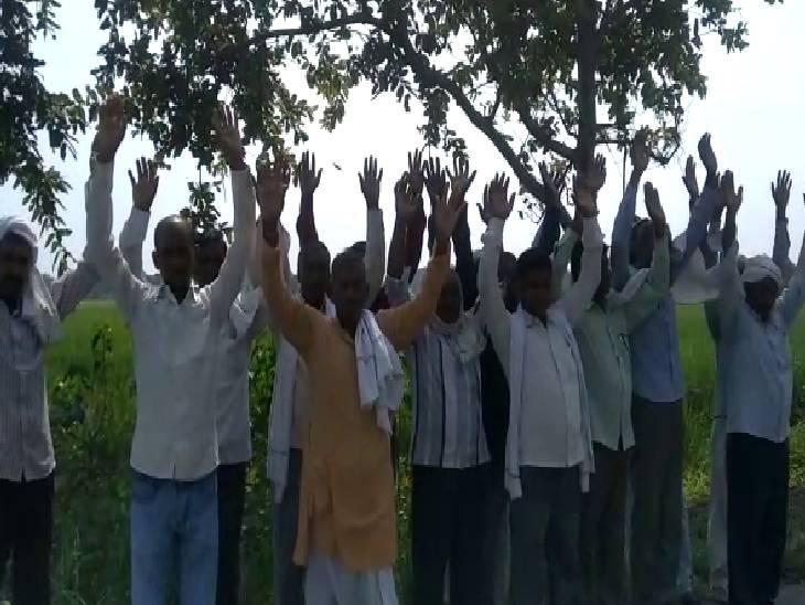खेतों में पानी भरने से खराब हो रही फसल, नाली पर दबंगों ने किया अतिक्रमण|मैनपुरी,Mainpuri - Dainik Bhaskar
