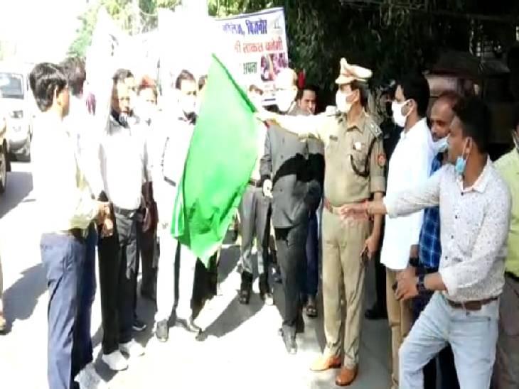 हरी झंडी दिखाकर रैली को किया गया रवाना। - Dainik Bhaskar