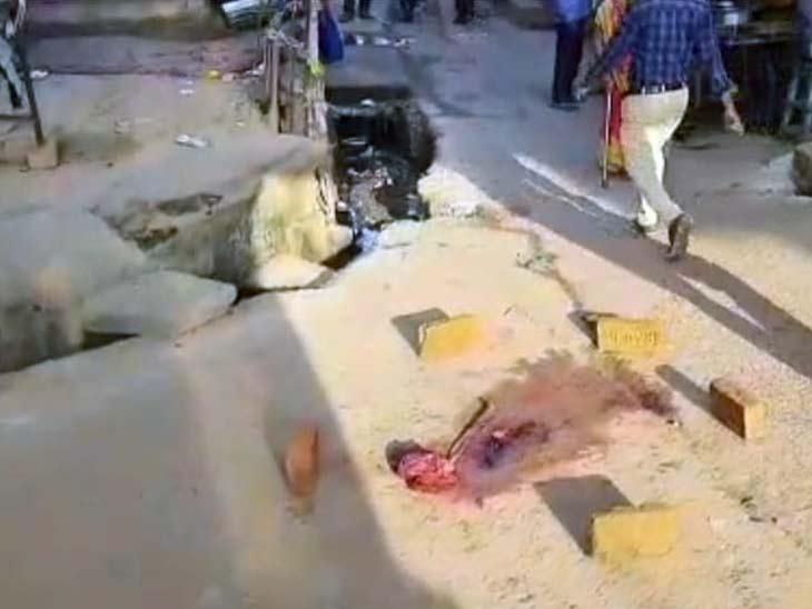 गोली चलने की आवाज किसी ने नहीं सुनी, जिस वजह से घटना की जानकारी लोगों को काफी देर बाद हुई। - Dainik Bhaskar