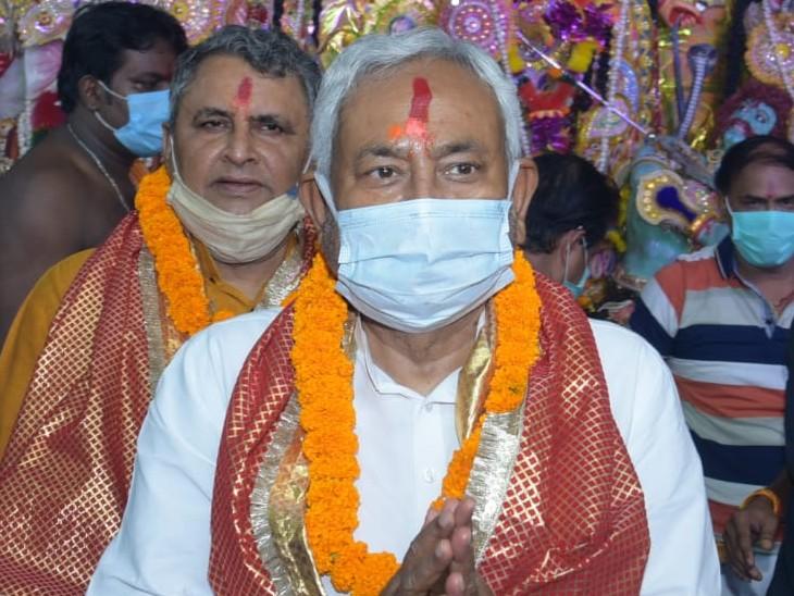 मां शीतला देवी के मंदिर में की पूजा, बोले- पिछली बार कोरोना की वजह से नहीं कर सका था दर्शन|बिहार,Bihar - Dainik Bhaskar