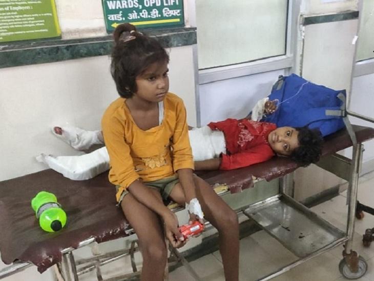 अस्पताल में उपचाराधीन वॉल्वो पलटने से घायल बच्चे। - Dainik Bhaskar