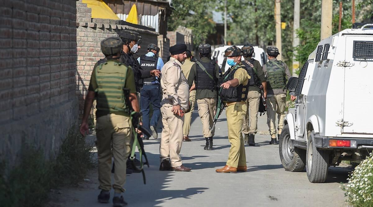NIA कश्मीर में हालिया वारदातों को लेकर पिछले दो दिनों से छापेमारी कर रही है।