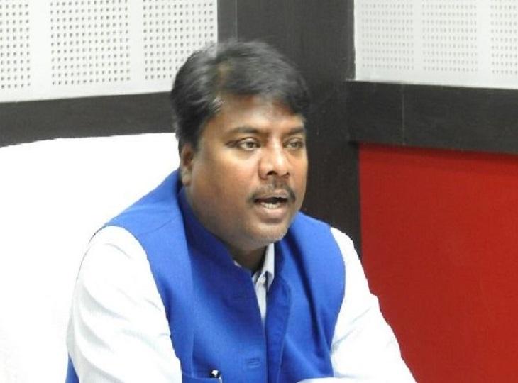 केदार कश्यप बोले- मोहन मरकाम का मौन व्रत राजनीतिक नौटंकी, CM भी नहीं लेते प्रदेश अध्यक्ष को गंभीरता से|जगदलपुर,Jagdalpur - Dainik Bhaskar
