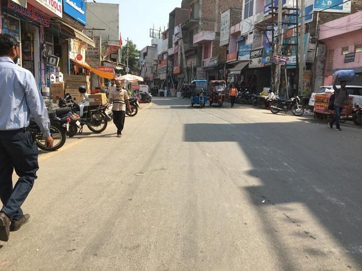 वन-वे होने पर रेलवे रोड को जाम से मिली राहत, इंसार बाजार में बड़े वाहन तो रुके लेकिन दो पहिया वाहनों की सड़क पर पार्किंग बन रही मुसिबत पानीपत,Panipat - Dainik Bhaskar