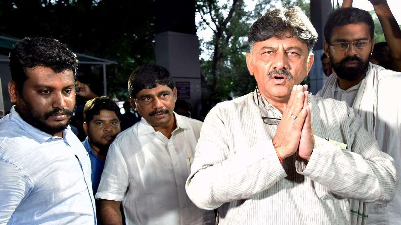 डी शिवकुमार राहुल गांधी के करीबी माने जाते हैं और वे राहुल का पार्टी का अध्यक्ष बनाने की मांग करते रहे हैं।
