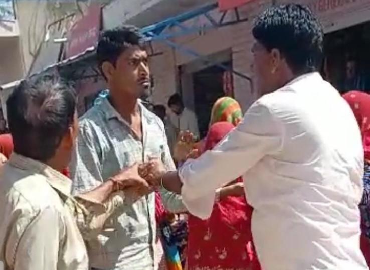 निर्माण कार्यों में धांधली को लेकर युवक ने ACB में की थी शिकायत; गुस्साए मेट ने साथियों के साथ मिल युवक को धमकाया|नागौर,Nagaur - Dainik Bhaskar