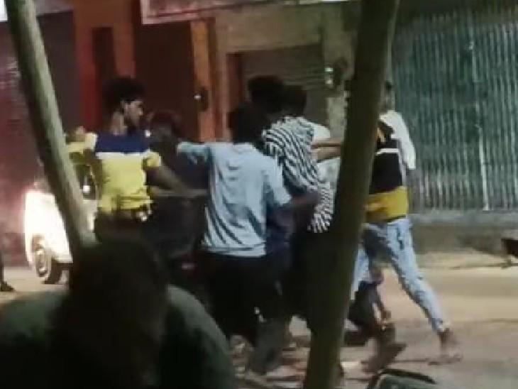 युवक के टोकने पर बदमाशों ने कर दी पिटाई। - Dainik Bhaskar