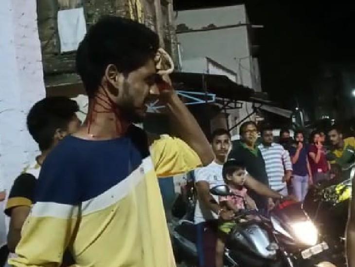 युवक को काफी चोट आई थी। जिसके कारण उसे भीलवाड़ा रेफर किया गया था।