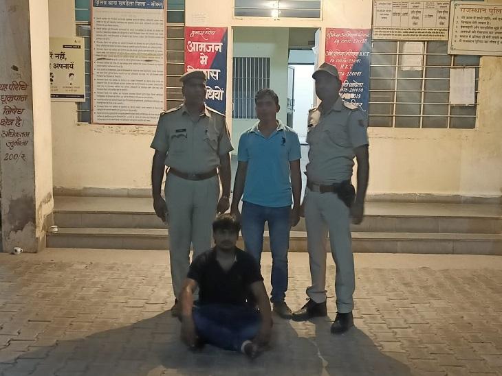गैंगस्टर विक्रम बामरड़ा और उसके दो साथियों को अपने मकान में ठहरायाथा,बहरोडथाने से लेकर आई पुलिस|सीकर,Sikar - Dainik Bhaskar
