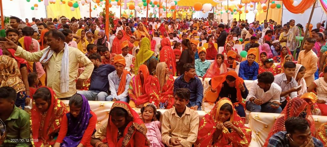 चिकित्सक ने दोनों पैर से विकलांग युवती के साथ रचाई शादी, बौनों का भी हुआ फेरा, मुस्लिम जोड़े ने एक -दूसरे को पहनाई वरमाला|अयोध्या (फैजाबाद),Ayodhya (Faizabad) - Dainik Bhaskar