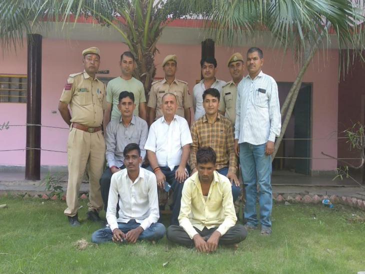 पुलिस ने गश्त के दौरान बाइक सवार युवकों को रुकवाया, तलाशी में मिली 10.70 ग्राम स्मैक, खरीद-फरोख्त को लेकर पूछताछ में जुटी जालोर,Jalore - Dainik Bhaskar