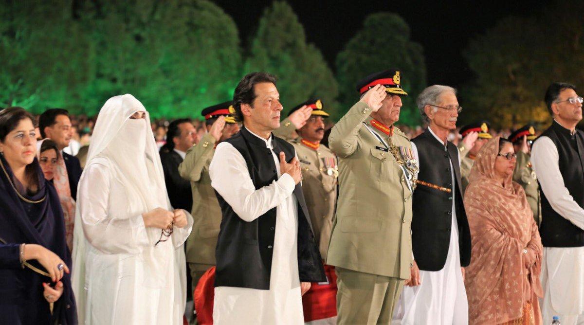 इमरान खान और जनरल बाजवा के बीच रिश्ते पिछले साल नवंबर में खराब हुए थे। (फाइल)