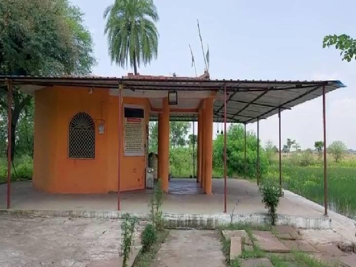 गांव में रावण बाबा का मंदिर