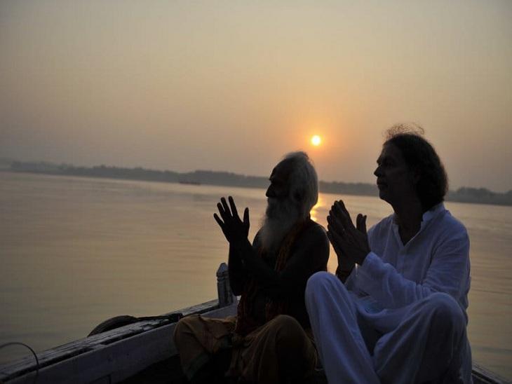 जर्मनी के राजदूत पहुंचे वाराणसी, इस बार यहीं मनाएंगे दशहरा; गंगा में नौकायन कर देखा सुबह-ए-बनारस|वाराणसी,Varanasi - Dainik Bhaskar