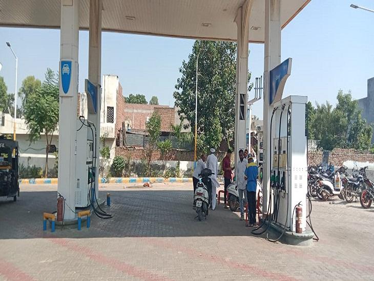 बाइक सवार बदमाशों ने पहले डलवाया तेल, फिर सेल्समैन पर तानी पिस्तौल; 10 हजार लूटे रोहतक,Rohtak - Dainik Bhaskar