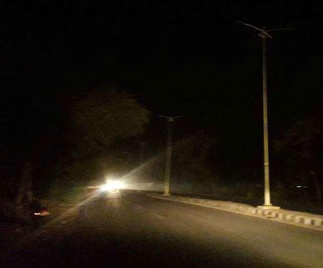कई मोहल्ले, सड़कों और चौराहों पर अंधेरा छाया हुआ है। नगर आयुक्त ने कंपनी को नोटिस दिया है। - Dainik Bhaskar