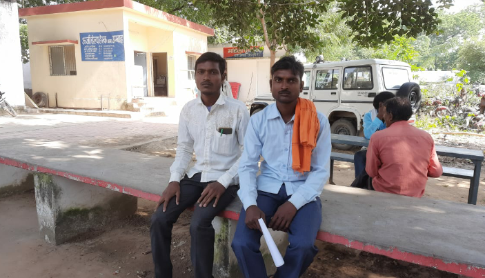 युवक से आधार कार्ड व परिवार आईडी मांगी, तीन बार अंगूठा लगवाया, 22 हजार बैंक से साफ|मुरैना,Morena - Dainik Bhaskar