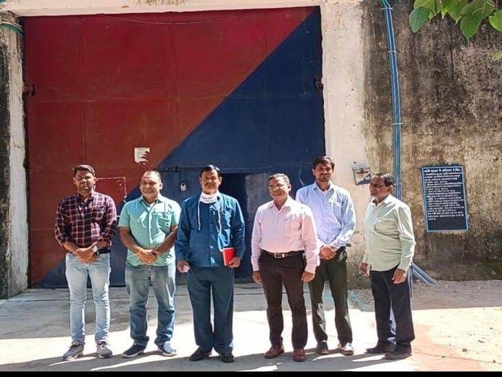 20 मोबाइल और नशीला पदार्थ मिलने के बाद जांच, डिप्टी सेक्रेटरी जेल ने कहा-बंदियों के सुधार के लिए विपश्यना केंद्र खोला जाए|चित्तौड़गढ़,Chittorgarh - Dainik Bhaskar