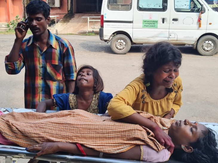 मां की मौत के बाद बिलखते बच्चे। - Dainik Bhaskar