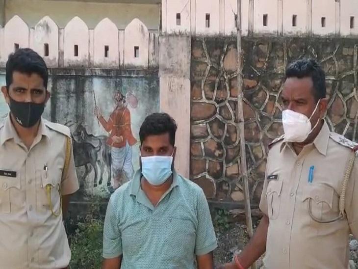 बायोडीजल के साथ गिरफ्तार आरोपी। - Dainik Bhaskar