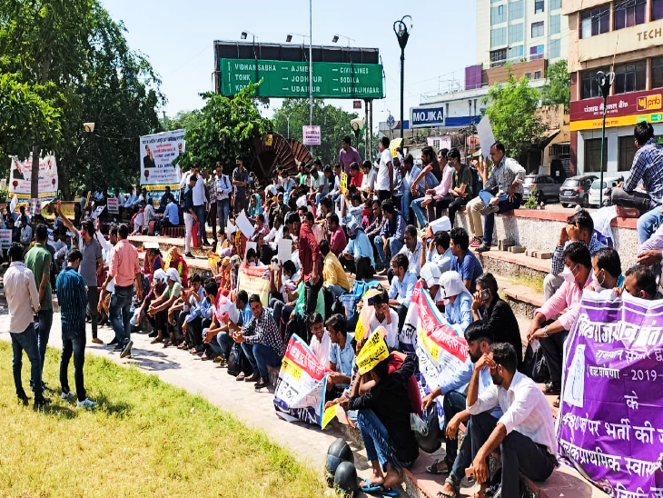 पेपर लीक प्रकरण की CBI जांच समेत 21 सूत्री मांगों को लेकर कर रहे विरोध, उपेन बोले- अबकी बार होगी आर-पार की लड़ाई जयपुर,Jaipur - Dainik Bhaskar
