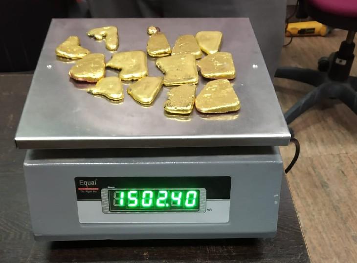 अंडरगारमेंट और बेल्ट के नीचे छिपा रखा था 1502 ग्राम सोना, पकड़ा तो बोला- फ्री एयरटिकटके चक्कर में ले आया जयपुर,Jaipur - Dainik Bhaskar