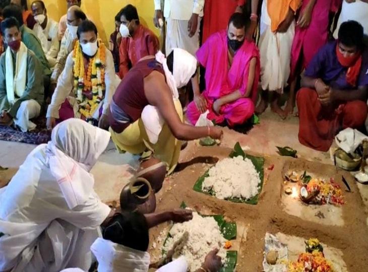 १२ गाँव के रीयत माता-पिता के लिए भोग विलास पाठशाला।