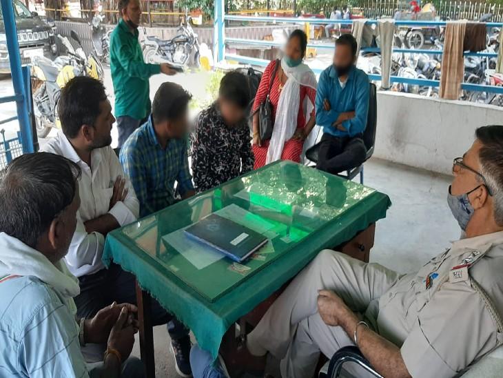 नवलगढ़ के स्कूल में मारपीट होने परदीवार फांदकर फरार हुए दोनों स्टूडेंट, रोडवेज बस में बैठकर पहुंचे रेवाड़ी|रेवाड़ी,Rewari - Dainik Bhaskar